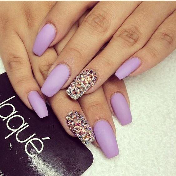 Diseños de uñas color Morado