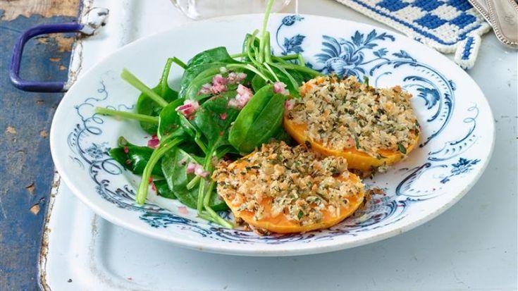 Schnitzel ohne Fleisch? Probieren Sie das Kürbis-Schnitzel heiß aus dem Ofen mit einer Panade aus veganem Semmelmehl.