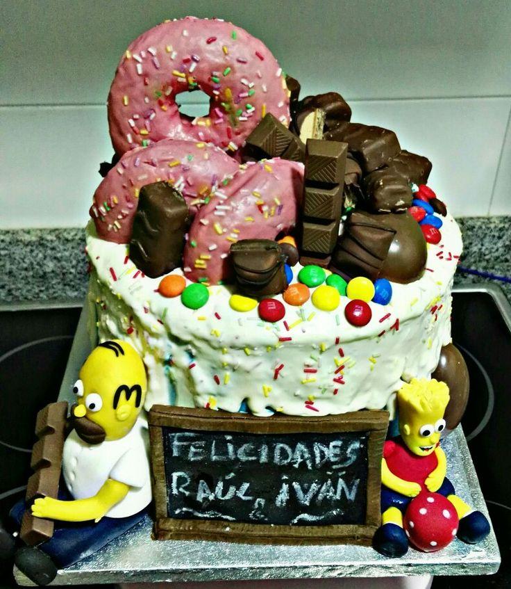 Drip Cake de los Simpsons de almendras y lima.