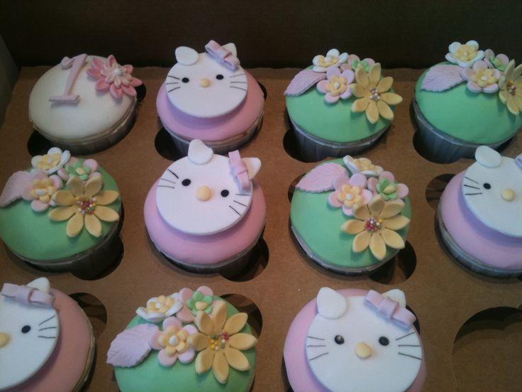 Hello Kitty cupcakes