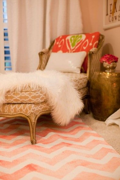 DIY Painted Cheveron Rug - would look so cute in the girls room