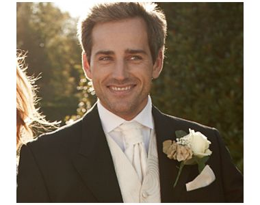 Hogy öltözzön a vőlegény? - Divathírek - Divat & Stílus -  Ha kézbe veszel egy esküvői magazint, az oldalak jelentős részét a menyasszonyi ruhacsodák töltik ki. Pedig a vőlegénynek is joga van, hogy a lehető legfessebben mutatkozzon az esküvőjén. Olvass tovább: http://www.stylemagazin.hu/hir/Hogy-oltozzon-a-volegeny/2786/