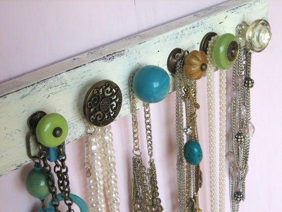 Jewelry holder diy: Jewelry Hangers, Necklaces Holders, Drawers Pull, Cute Ideas, Doors Knobs, Door Knobs, Drawers Knobs, Diy Jewelry Holders, Jewelry Organization