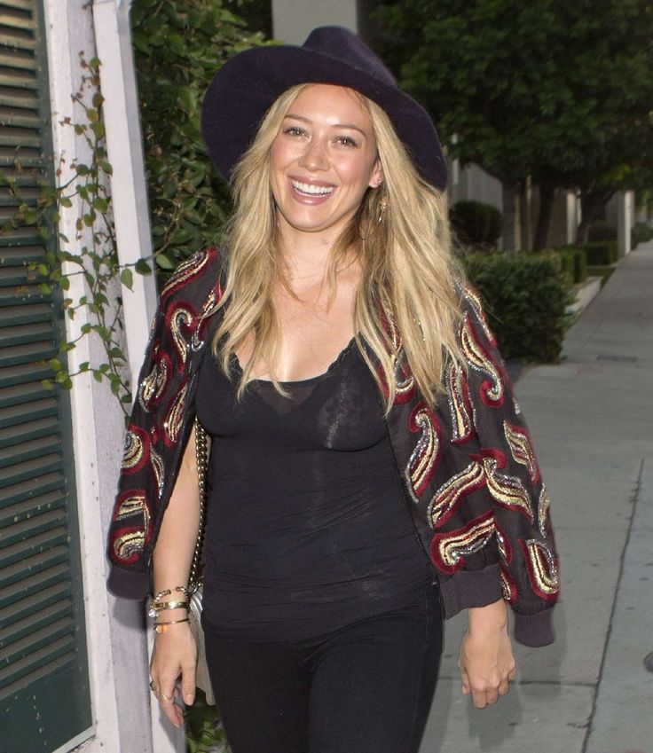 Hilary Duff out and about in West Hollywood : Global Celebrtities (F) FunFunky.com