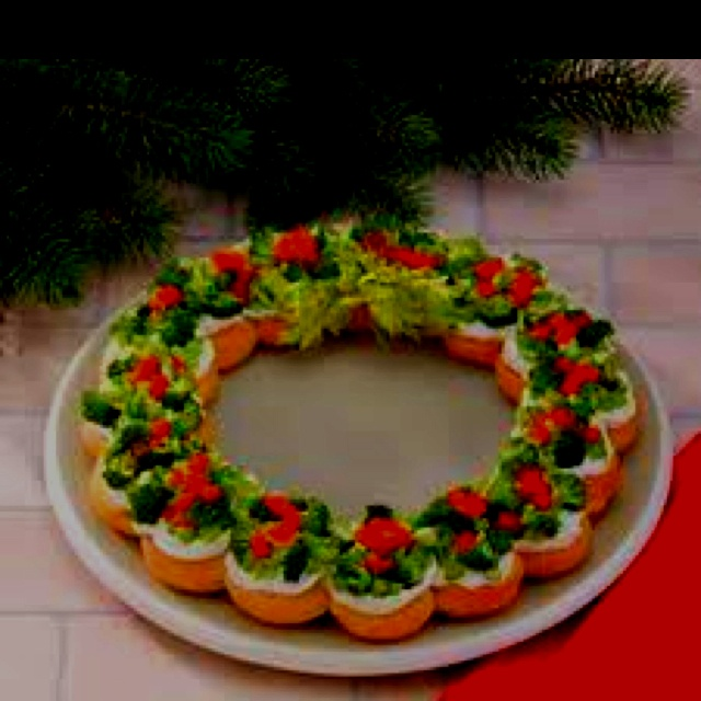 Crescent Roll wreath. Yum. Well I actually made mine like a tree, but ...