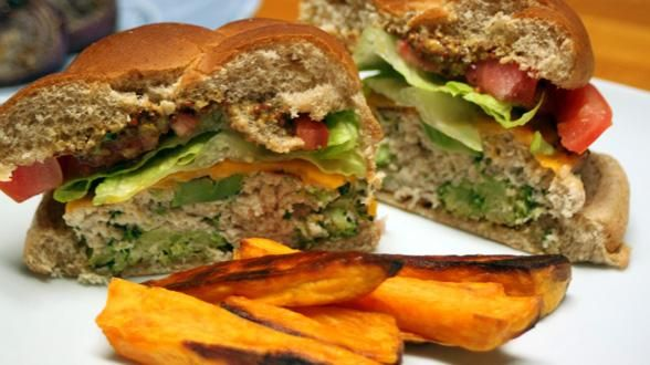 Broccoli and Cheese Turkey Burgers | Foodie Heaven | Pinterest