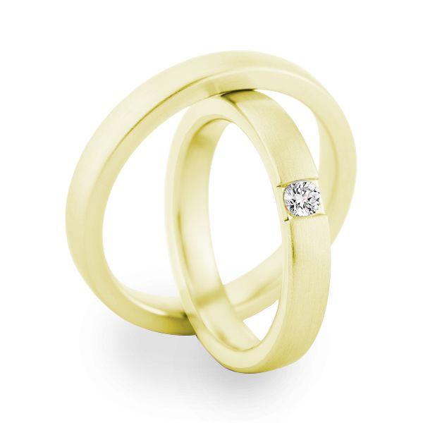 Gouden Christian Bauer trouwringen 14 karaat 3,5 mm. De damesring is bezet met een briljant geslepen diamant 0.10ct