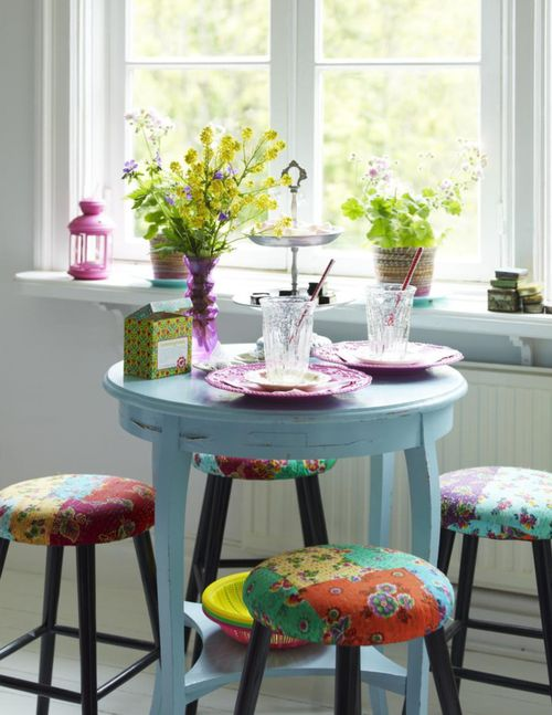cute breakfast nook idea