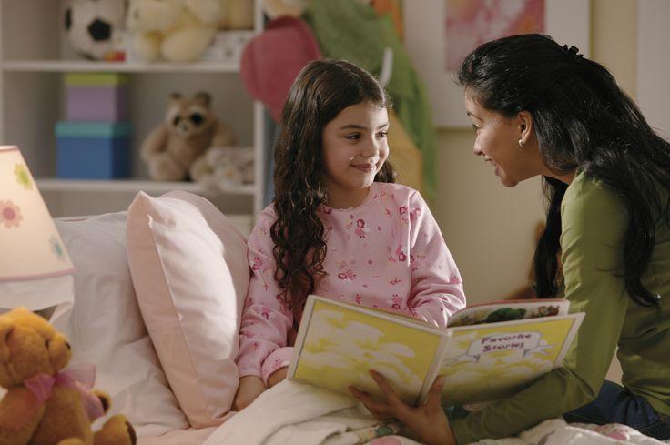 Die besten Betthupferl   Mit diesen schönen Büchern geht Ihr Kind bestimmt wieder gerne ins Bett! Schließlich lieben es Kinder, etwas vorgelesen zu bekommen. Und wenn sich das Monster wieder unter dem Bett oder im Schrank verstecken sollte, bekämpfen Sie dieses am besten mit einer lustigen Geschichte.