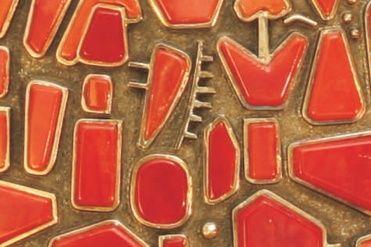 Agostino Marogna Nuestro taller de orfebrería ofrece joyas con creatividad y sofisticación donde el coral es protagonista junto con metales y piedras preciosas, o trabajos en filigrana, el oro rojo fascina en todas sus formas y colores.
