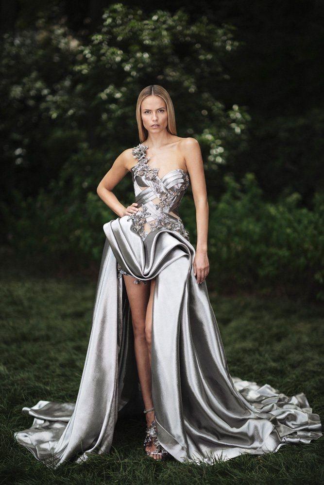 b69dd6d52951b Natasha Poly Stuns in Atelier Versace s Fall 2018 Designs