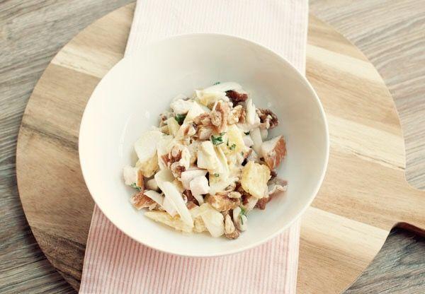 Witlofsalade met gerookte kip en ananas; een frisse (maaltijd)salade voor op zonnige dagen. Ook lekker met een broodje bij de lunch of bij de barbecue.