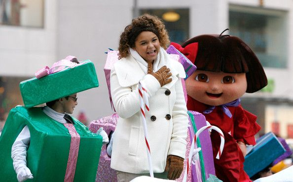 Rachel Crow Photos Photos - Singer/actress Rachel Crow attends the 86th Annual Macy's Thanksgiving Day Parade on November 22, 2012 in New York City. - 86th Annual Macy's Thanksgiving Day Parade