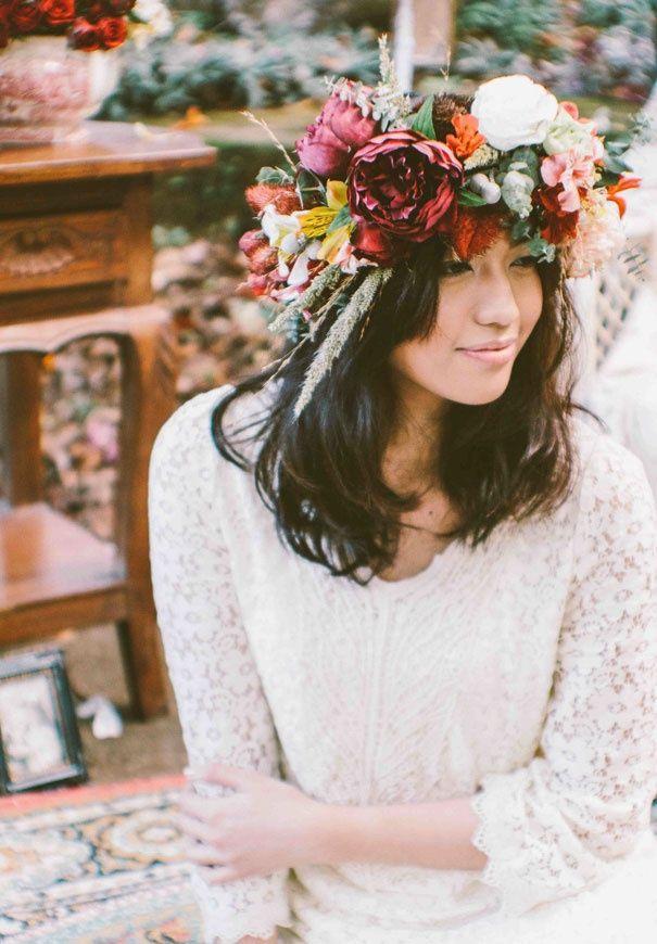 Herfst bloemenkroon | De mooiste bruidskapsels van deze herfst