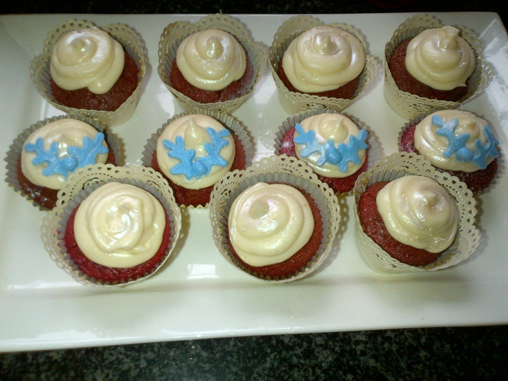 I'm a red velvet fanatic.... i baked these a few days ago... red velvet, with a white chocolate mousse filling, and a cream cheese frosting... yummm