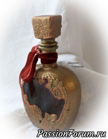 Обратный декупаж. Внутри викторианский узор. Бутыль под античную бронзу.  Полностью фукциональна.
