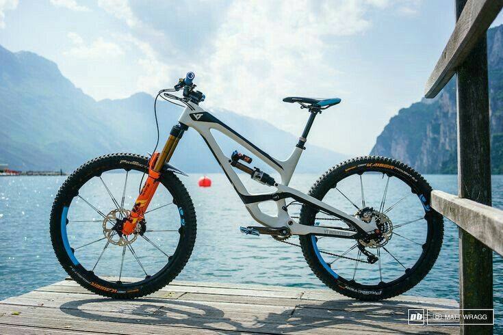 Pin By Alex Peterson On Bikes Bicycle Mountain Bike Downhill