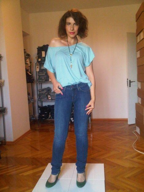 Cum sa iti alegi perechea perfecta de jeansi?  http://www.adinanecula.ro/cultura-denimului-in-wonderland-ul-jeansilor-superjeans-ro.html