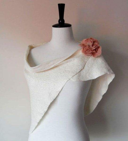 Beautiful Bridal Shrug! Great for a cool fall evening!    Wool and Silk & brooch. £40.00, via Etsy.
