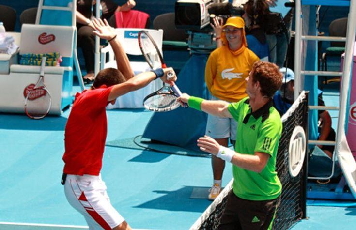 grappige foto: tennis gevecht murray djokovic