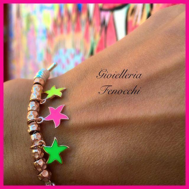 NEW FLUO...colora la tua estate - Nuove stelline in oro rosa con smalto fluo rosa, giallo, verde DODO (€99) #gioielleriaFenocchi#fenocchi#gioielleria#stella#colore#rosa#verde#giallo#colorful #granelli#oro#dodo#dodopomellatolove #dodopomellato #bracialet #bracciale #charm#ciondoli#style#new#novità #madeinitaly #solocosebelle #solodafenocchi #ascolipiceno #sanbenedettodeltronto