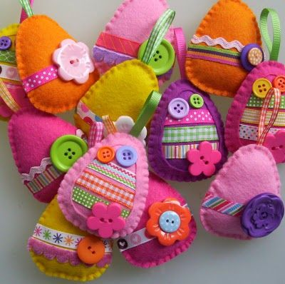 easter eggs, no tutorial but how cute, im sure easy, breezy to figure out.  love the one with the fabric in the center of it.  awesome!