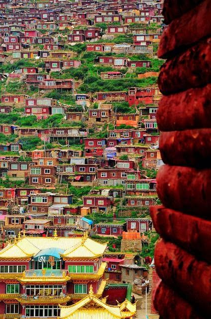 The world's largest Buddhist Institute Sertar Buddhist Institute, Sichuan, China