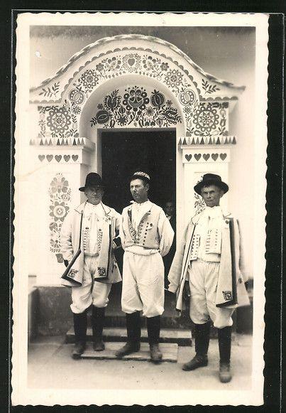 Muži z Hrubé Vrbky- Horňácko - před žudrem