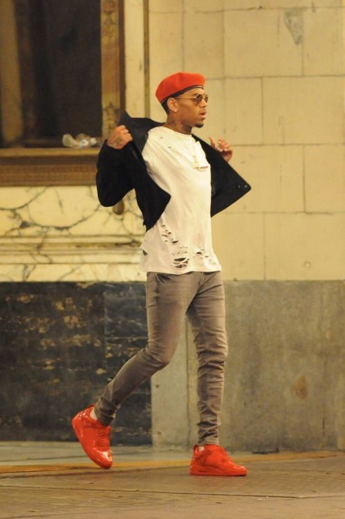 Chris Brown Does Michael Jacksons Feline Paces And Street