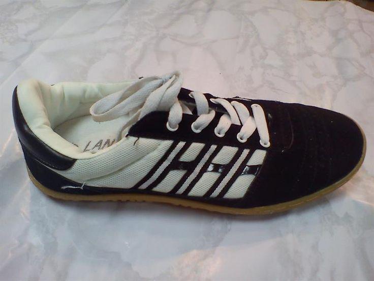 Кроссовки для мини футбола белые