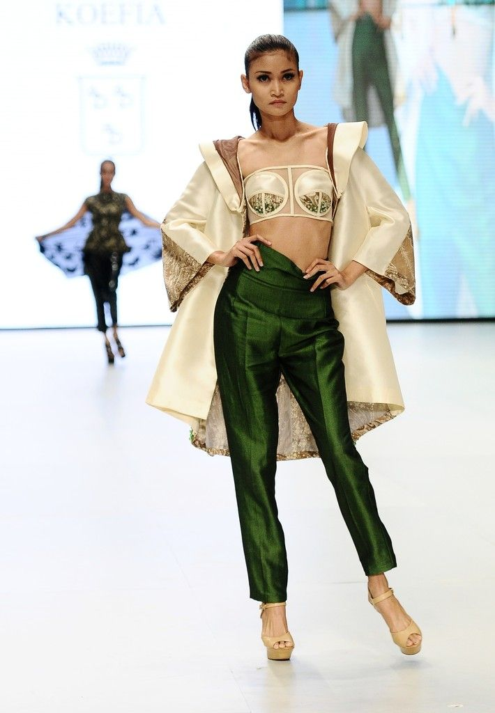http://www.zimbio.com/pictures/XekggnDd7rY/Indonesia Fashion Week 2014/yZRpMzEQq-V