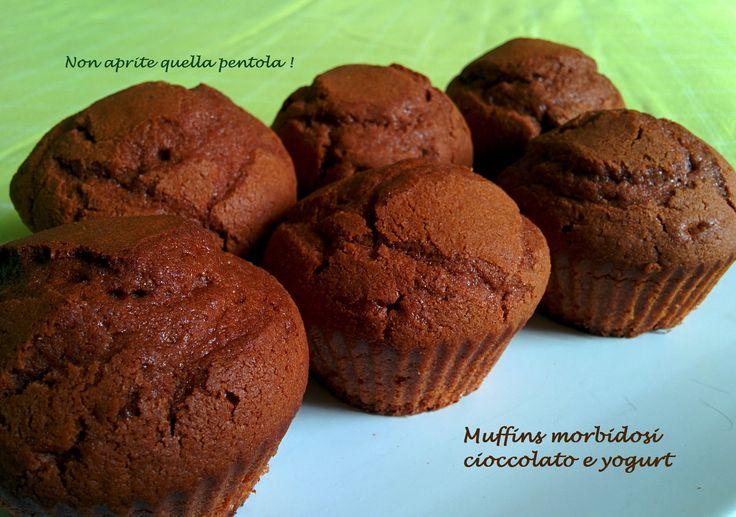 Vi va un muffin bello soffice? Ecco i nostri muffins morbidosi cioccolato e yogurt :)  http://blog.giallozafferano.it/nonapritequellapentola/muffins-morbidosi-cioccolato-e-yogurt/  ******************************************************************  #muffin #muffins #cioccolato #yogurt #chocolate #bre