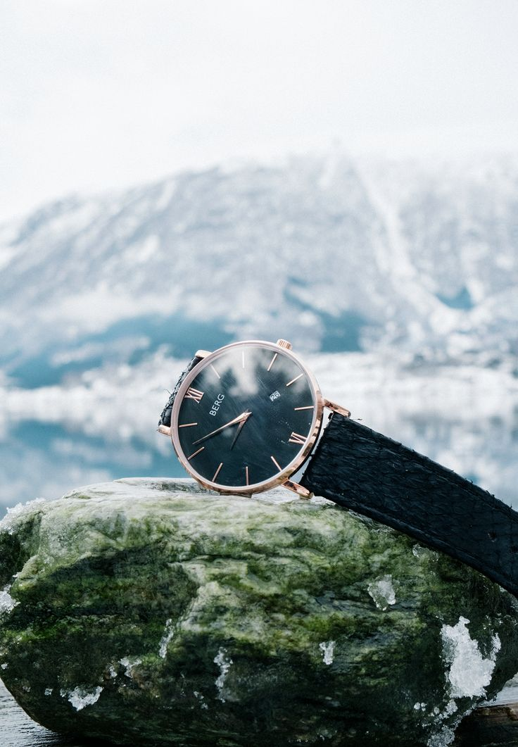 The Ulriken is a classic watch that goes with everything, all you need to do is to change the strap. It only takes 2 seconds with our interchangeable straps.