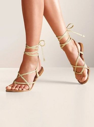 A simple but cute sandle will complete outfit making it beach ready.