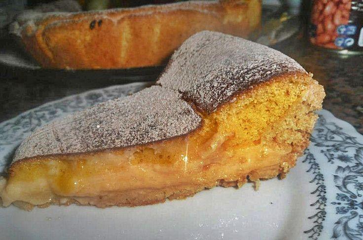 Tarte de pastel de nata e pão de ló - http://www.sobremesasdeportugal.pt/tarte-de-pastel-de-nata-e-pao-de-lo/