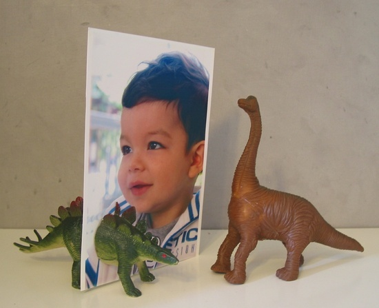 mommo design blog - decorating with dinos - dino photo holder, cut dino in half and put two magnets