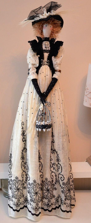 poupée tissu d'inspiration tilda, la Demoiselle à l'oiseau, voile plumetis, velours et chapeau à plumes : Accessoires de maison par dame-brigitte