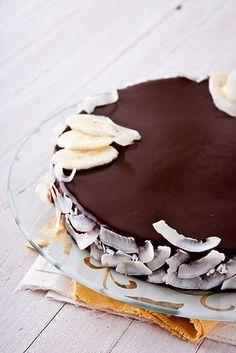 """Торт из недавно вышедшей книги Пьера Эрме """"Ларусс шоколад"""". Необычный, но безумно вкусный! Нежный шоколадный мусс с нотками свежего имбиря и лимона, невероятно…"""
