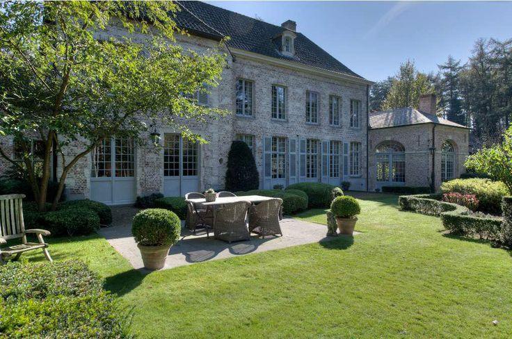 Stijlvolle Franse Manoir op ca. 3.862 m² en een ideale zonoriëntatie. - 's GraevenHuys Immobiliën