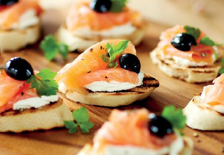 Smoked salmon canap s recipe mumstheword competition for Canape de salmon ahumado