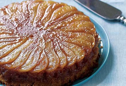 Iti propunem ceva simplu, inspirat de aromele toamnei: o prajitura cu pere caramelizate insiropata si usoara, cu scortisoara pe care trebuie sa o incerci.