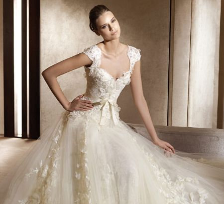 alberta ferretti wedding gown | repinned via alberta ferretti