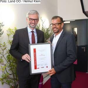 """OÖ - """"Mister Gartenschau"""" ausgezeichnet: Ehrenurkunde für Verdienste um den Tourismus für Karl Ploberger"""