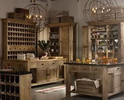 Voor een mannelijke keuken lopen de smaken uiteen, maar ga altijd uit van de basis: strak, eenvoudig en voorzien van stoere details, zoals een grote wijnkast van onbehandeld hout, een bar met stalen barkrukken.
