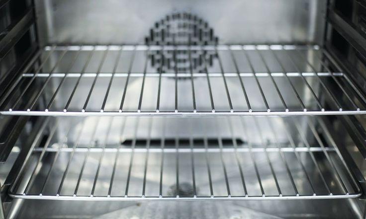 Bakepulvertrikset gjorde Lines stekeovn skinnende ren | Vasketips | EXTRA -