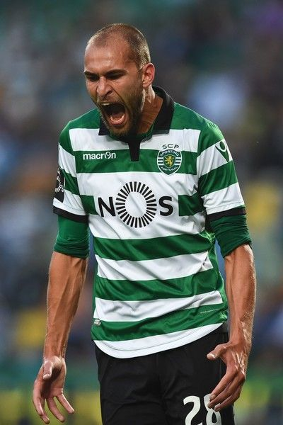 Sporting's Dutch forward Bas Dost shouts after missing a goal opportunity during the Portuguese league football match Sporting CP vs GD Chaves at the Jose Alvalade stadium in Lisbon on May 21, 2017. / AFP PHOTO / PATRICIA DE MELO MOREIRA
