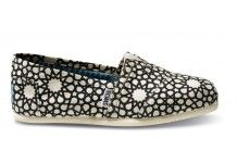 I've never owned a pair of Toms before, but these might change that. Too cute!