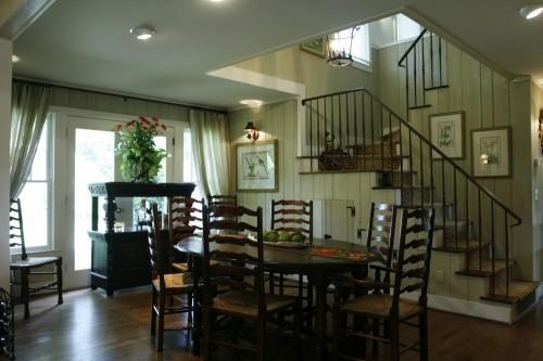 dining - love the open stairs