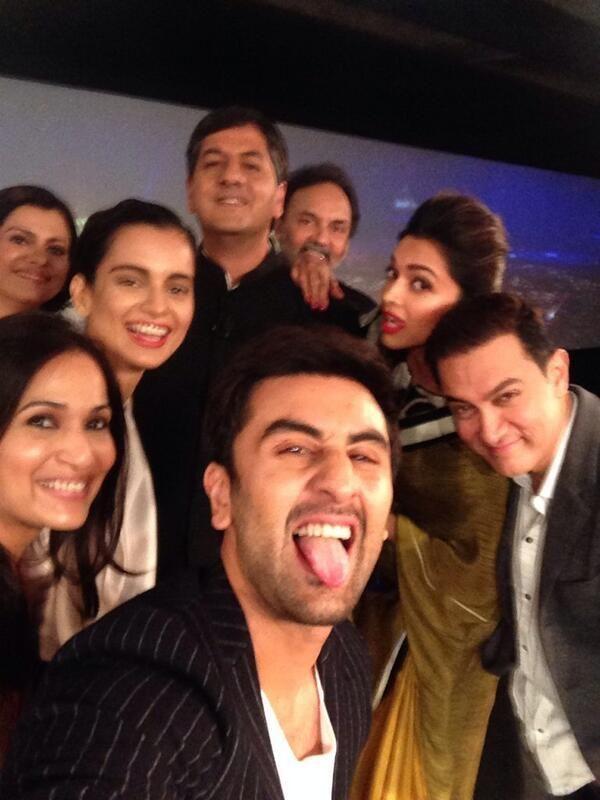 Aamir Khan, Ranbir Kapoor, Deepika Padukone, Kangana Ranaut in a selfie at the NDTV awards