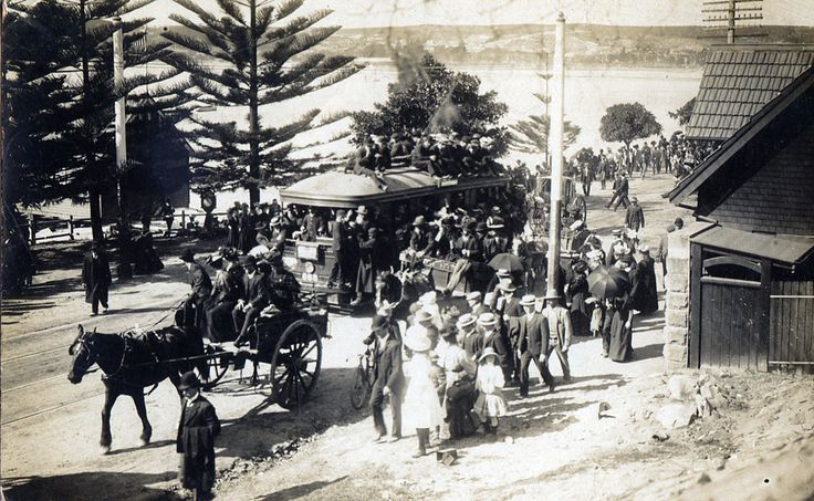 Crowds returning from the US Fleet arrival, Rose Bay, in Eastern Sydney in 1908. Photo shared from Dictionary of Sydney. v@e.